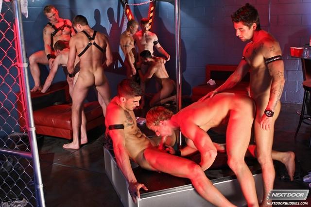 видео мужской порно стриптиз онлайн