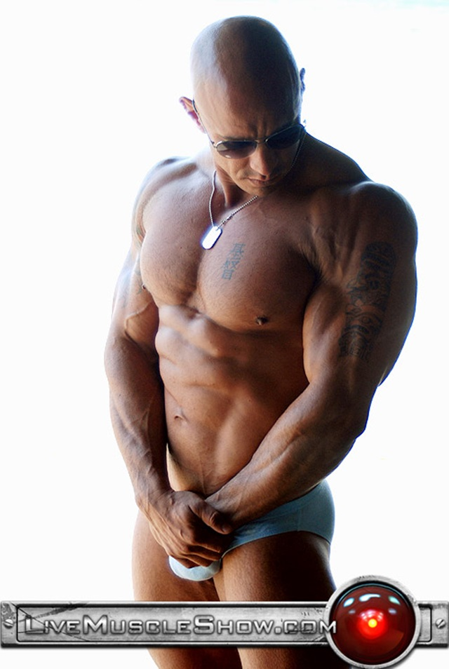 Vin-Marco-Live-Muscle-Show-Gay-Porn-Naked-Bodybuilder-nude-bodybuilders-gay-fuck-muscles-big-muscle-men-gay-sex-004-gallery-video-photo