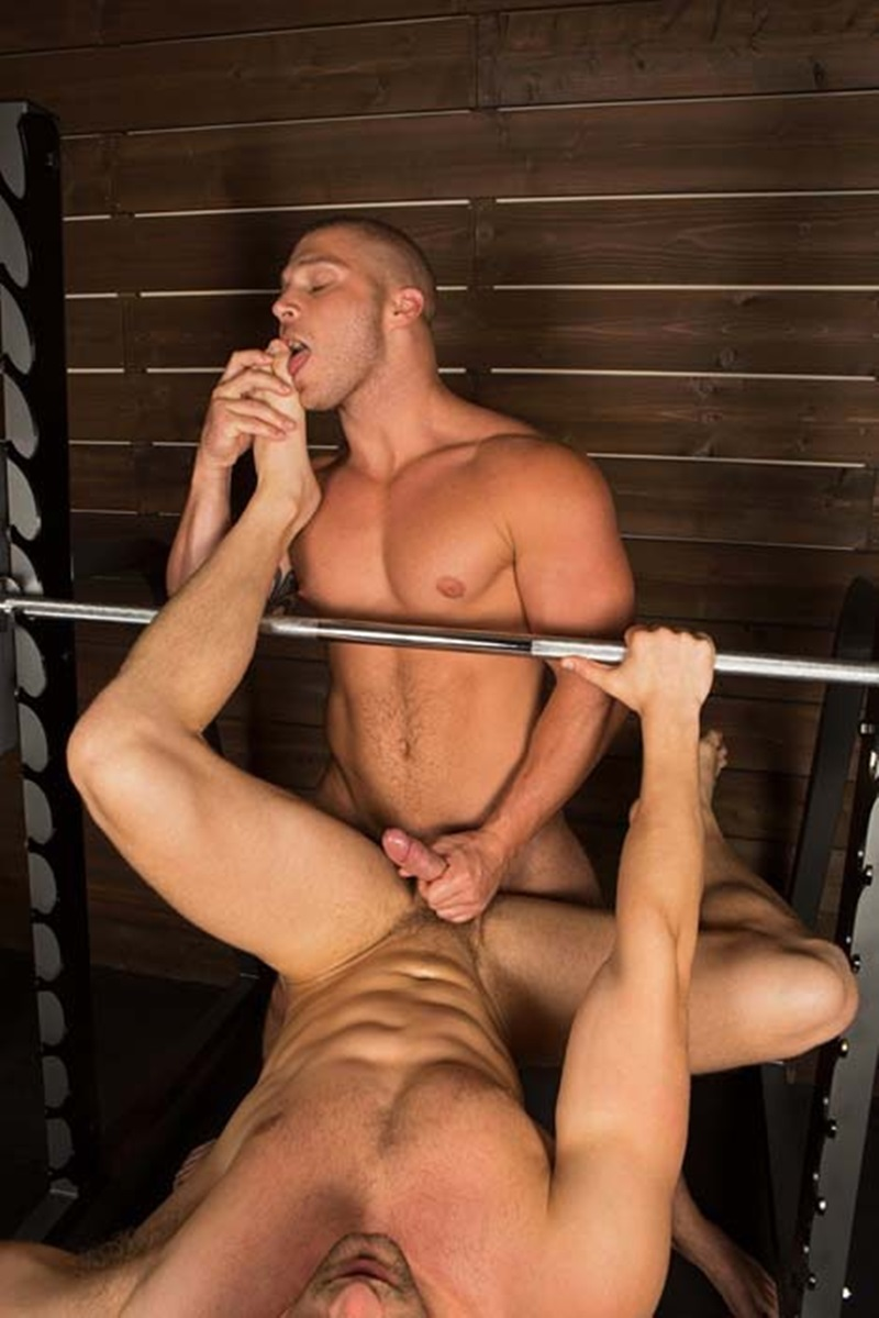 SeanCody-ripped-muscled-stud-Brodie-bareback-fucks-Brendan-big-erect-uncut-dick-bubble-butt-ass-cheeks-man-hole-muscle-cum-014-gay-sex-porno-porn-pics-gallery-photo