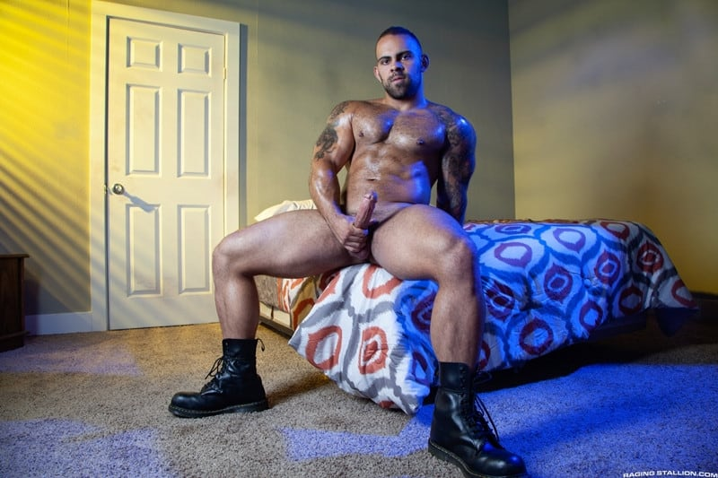 Men for Men Blog Jay-Landford-Lorenzo-Flexx-bareback-fucking-big-black-cock-muscle-ass-hole-RagingStallion-004-gay-porn-pictures-gallery Jay Landford takes ownership of Lorenzo Flexx's hole with passionate kisses and long driving thrusts of his raw glistening cock Raging Stallion