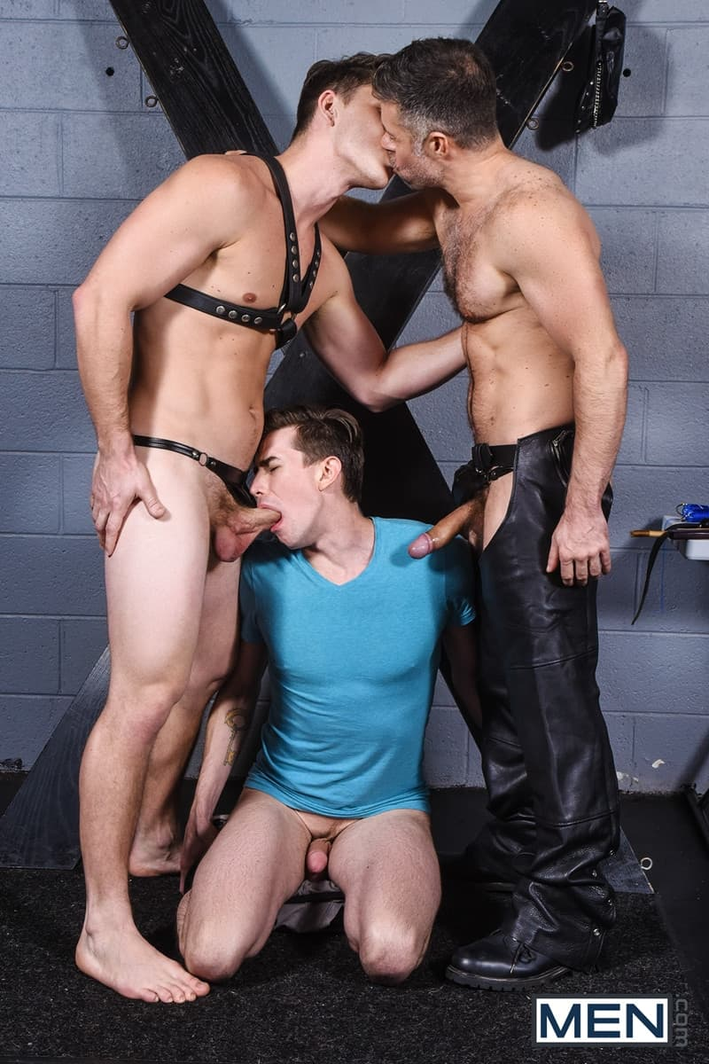 Men for Men Blog Gay-Porn-Pics-007-Tristan-Jaxx-Jack-Hunter-Paul-Canon-Hardcore-leather-big-dick-fucking-orgy-Men Hardcore leather big dick fucking orgy with Tristan Jaxx , Jack Hunter and Paul Canon Men
